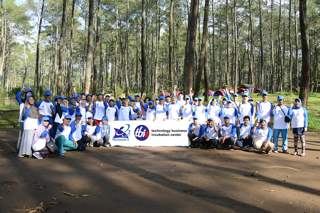 Outbound dan Team Building Tenant dan Inkubator 2016